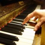 『コード進行と歌詞の関係性』その2。定番のコード進行の使い分けによって同じ歌詞でも意味が違って聴こえます。